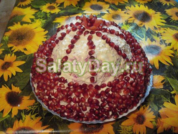 Шикарный салат «Шапка Мономаха» с граната и грецкими орехами
