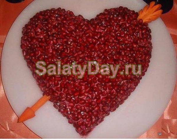 Салат «Гранатовое сердце» с гранатом и грецкими орехами – идеальный вариант для романтической встречи