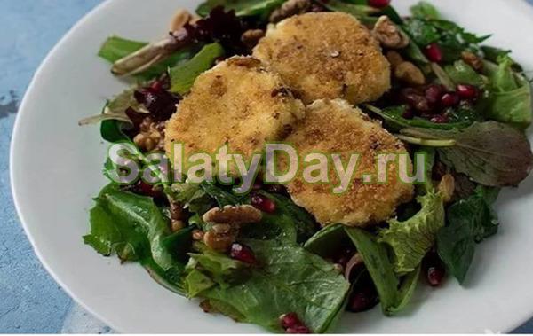 Простой салатик с грецкими орехами, гранатом и козьим сыром