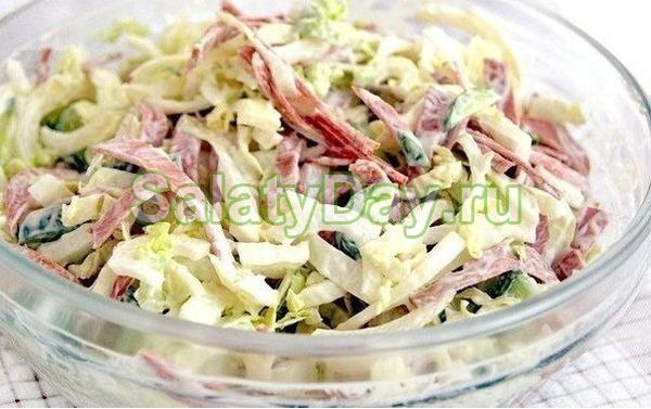 Салат с пекинской капустой, ветчиной и помидорами