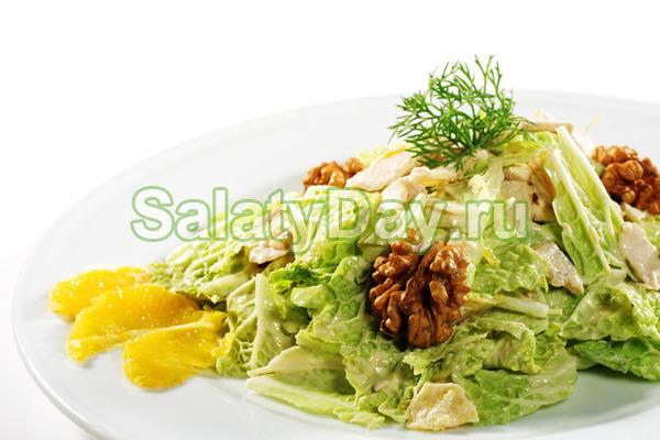 Салат с пекинской капустой, ветчиной и грецкими орехами