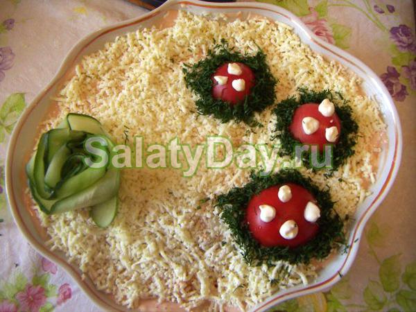 Салат Купеческий простой с курицей, сыром и яйцами