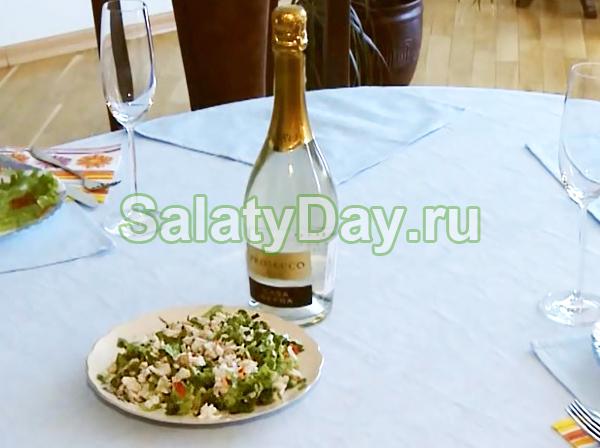 Простой салатик с необычным вкусом. Хорошее диетическое блюдо.