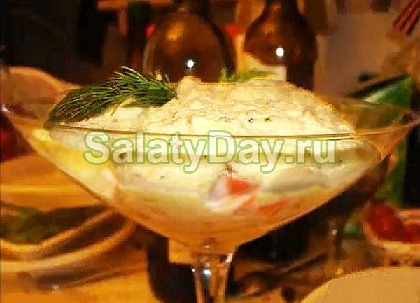 Салат из крабов со сметаной