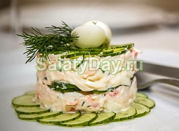 Огуречный салат из крабов