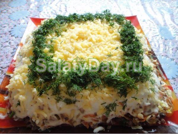 Салат из печени и соленых огурчиков
