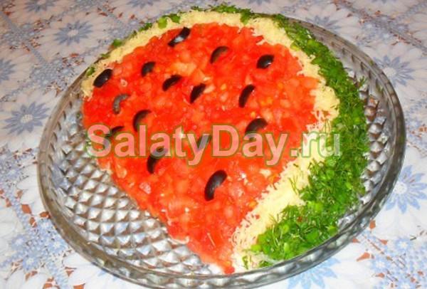 Салат из колбасы с крабовыми палочками