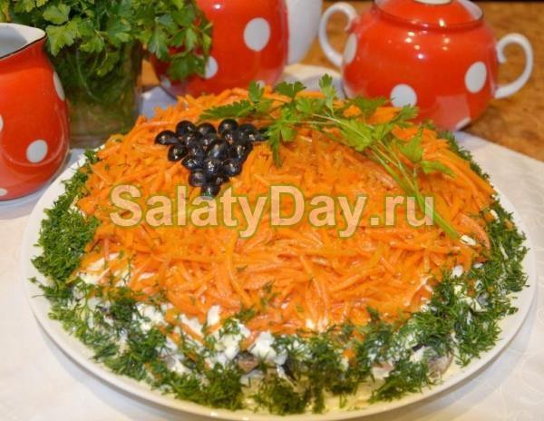 Слоеный салат из ветчины с сыром и корейской морковкой