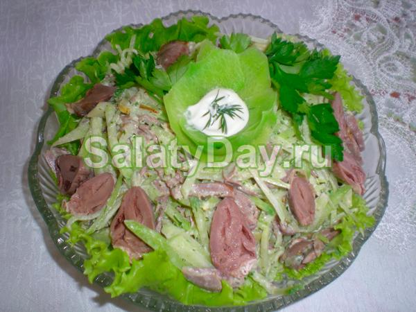 Восточный салат из редьки и куриных сердечек