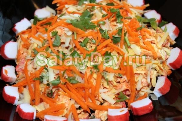 Быстрый салат с крабовыми палочками и морковкой по корейски