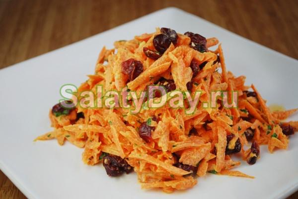 Салат с маринованными лисичками и картофелем