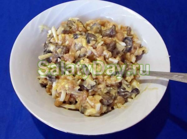 Салат с грибами и фасолью на быструю руку