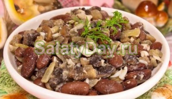 Салат с фасолью, грибами и яйцами