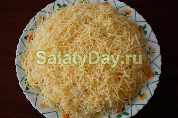 Салат из печени с рисом и сыром