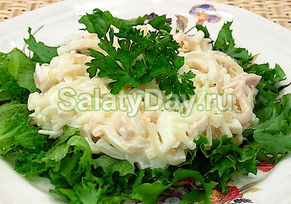 Салат «Пикантный» с кальмарами и грибами