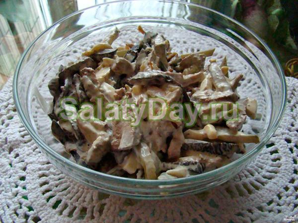 Салат из свиной печени и лука