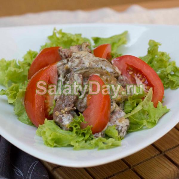 Салат с печенью и помидорами