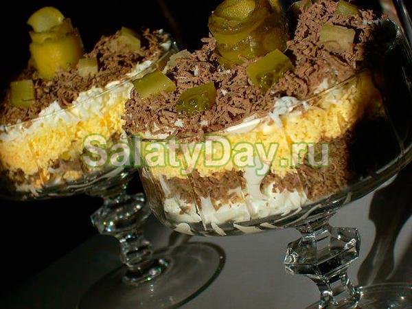 Порционный печеночный салат «Буржуа»