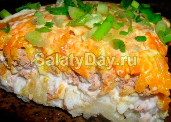 Салат из свиной печени слоеный