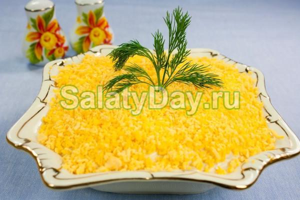 Мимоза с сайрой и сыром