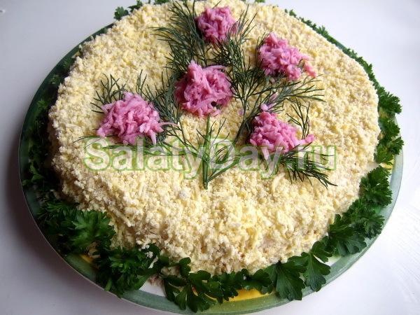 Мимоза с сайрой и двумя видами сыра