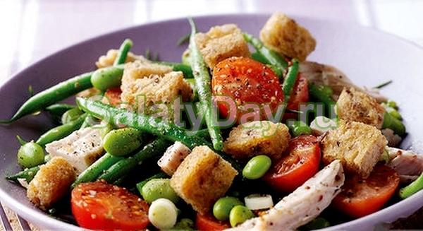 Салат с сухариками и стручковой фасолью