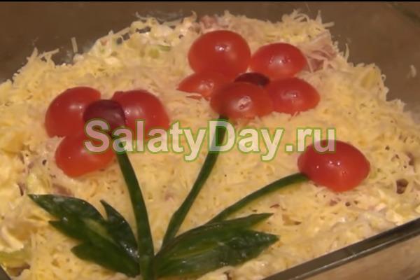 Салат «Дамский каприз» с окороком и капустой