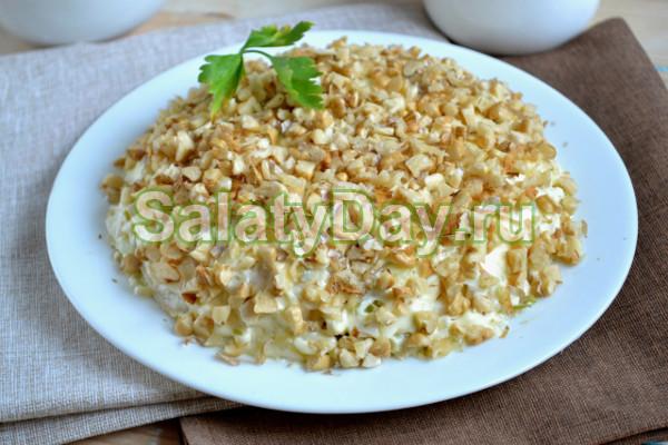 Салат «Дамский каприз» с кукурузой