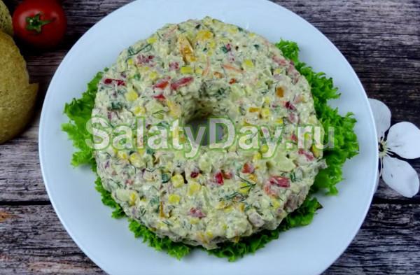 Салат с тунцом фасолью и огурцом