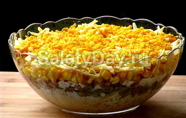 Тунецы салатов с кукурузой