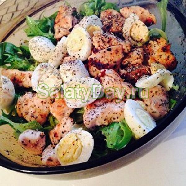 Куриный салат с перепелиными яйцами и эстрагоном