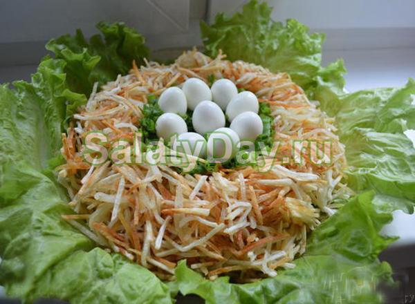 Салат с перепелиными яйцами Гнездо глухаря