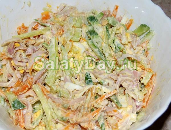 Салат из кальмаров, огурцов, яиц и моркови