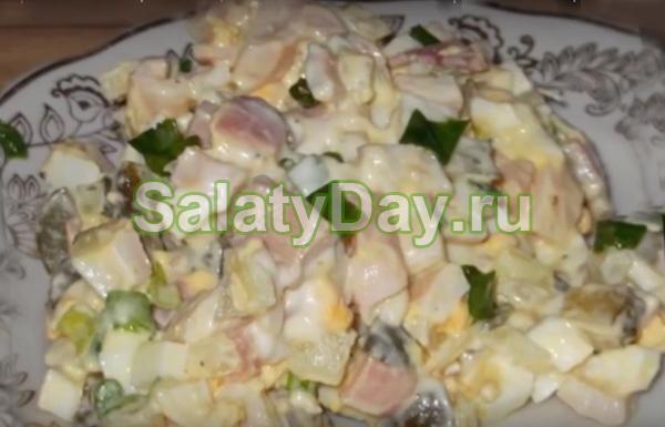 Салат из кальмаров, огурцов соленых и яиц