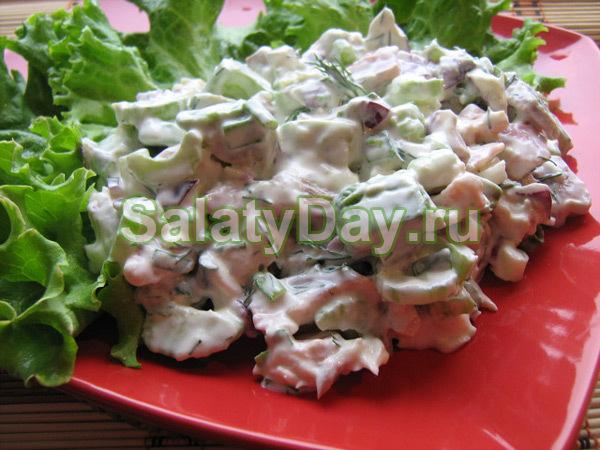 Салат со скумбрией с рукколой