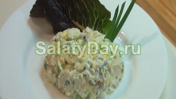 Овощной салат с копченой сельдью
