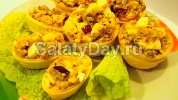 Салат в тарталетках с рыбой и плавленым сыром