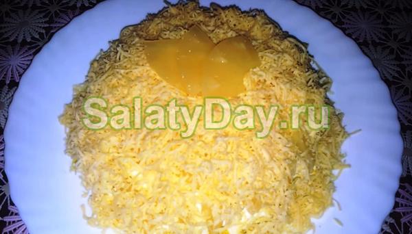Салат с копченым окорочком «Нежный»