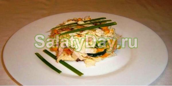 салат из копченного окорока, грибов, кукурузы с фото