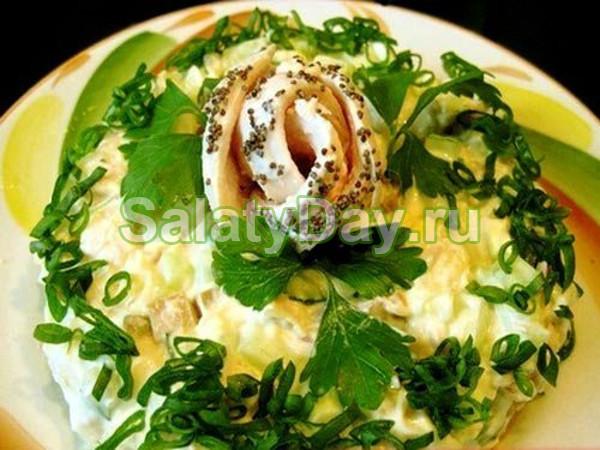 Салат с копчёной курицей и яблоком