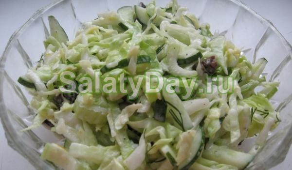 Капуста, свежее яблоко и сельдерей – идеальное сочетание для салата