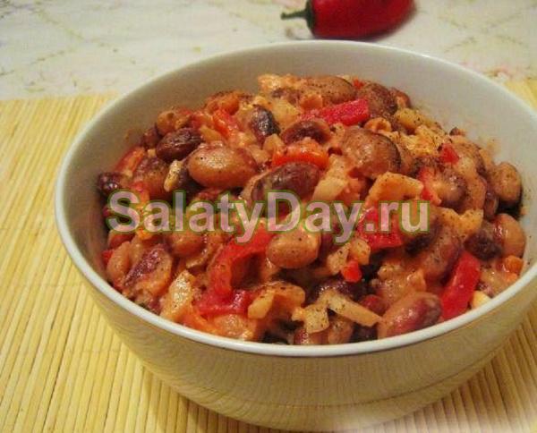 Салат с вареной фасолью по-болгарски