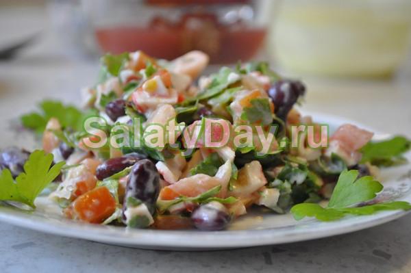 Салат с вареной фасолью и рыбой