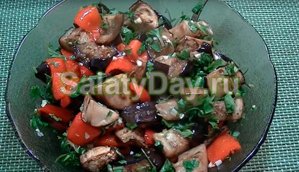 Салат с болгарским перцем и баклажанами