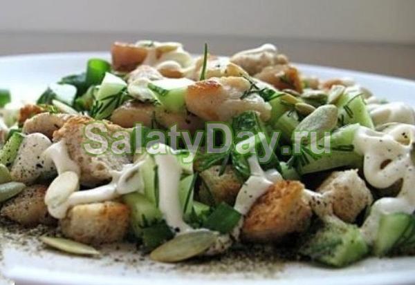 Салат с кириешками и свежим огурцом