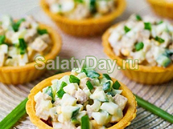 Салат из печени трески в тарталетках