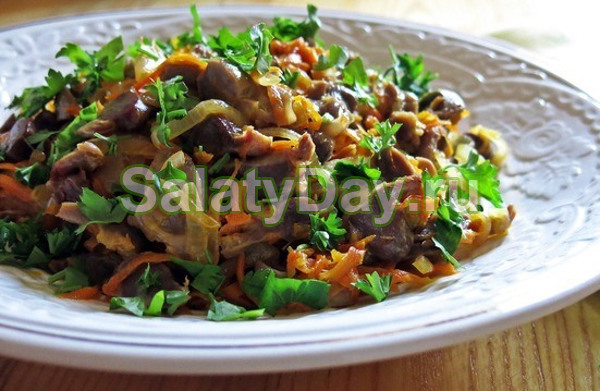 Салат из куриных желудков с орехами