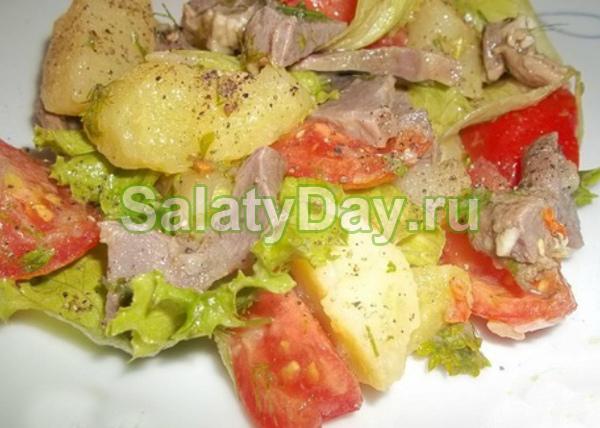 Деревенский салат с куриными желудками и картофелем