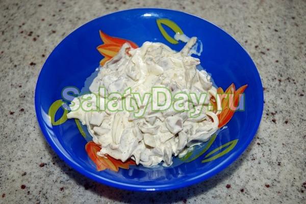 Салат из куриных желудков с твердым сыром