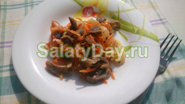 Острый салат «Кореянка» из куриных желудков